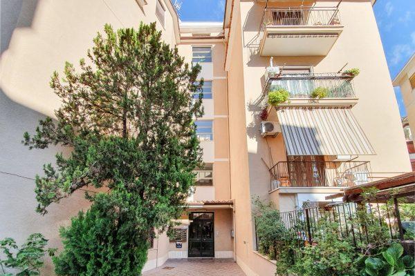 Talenti – Via Cesareo. Bilocale con balcone