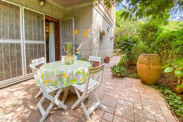 Ardeatina – Meropia. Appartamento con giardino