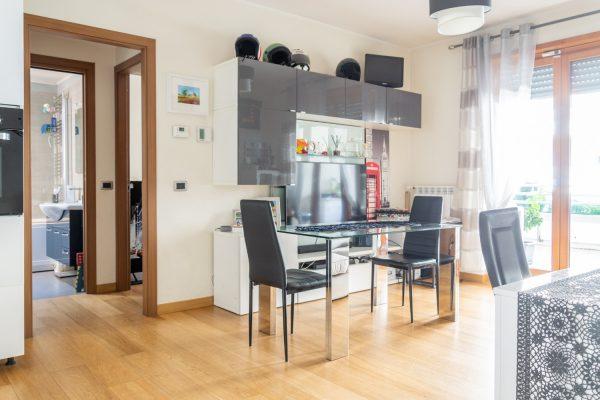 Appartamento ottimo stato con ampio balcone