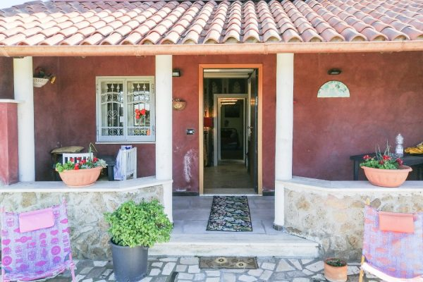 Isola Sacra-Fiumicino. Villino con giardino e terrazzo
